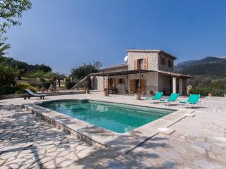 Old stone house situated in a beautiful quiet setting with spectacular views to the Serra de Tramuntana - HM010VLT, Selva