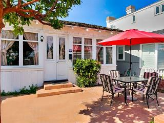 RELAXING RENDEZVOUS refreshing beach house in Newport Beach BEST AREA TO STAY