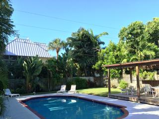 Peaceful PRIVATE POOL Home 3Bkks2Sand of IR Beach, Indian Rocks Beach