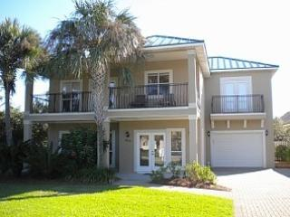 5 bdrm 2 separate living areas, golf cart & gated, Destin
