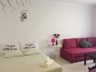 Home Rentals Madrid Center 2-5 AC&WIFI