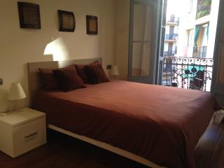 Centric&Chic apt for 6/1block from subway, Barcelona