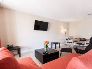 NEW | Big | Modern | Quiet| 5 min to the beach!, Fort Lauderdale