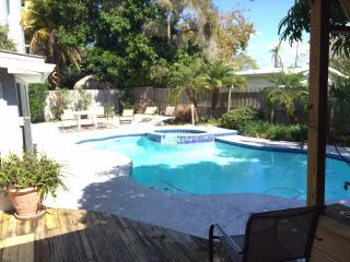 Cool POOL Warm SAND Hot SUN Private Home IR Beach, Indian Shores