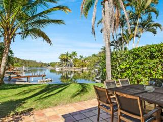 Waterfront Holiday House, Noosa