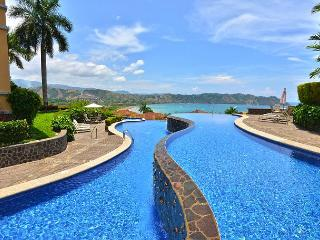 Luxurious Penthouse w/Incredible View and infinity pool at Los Sueños!, Herradura