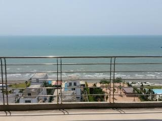 Large, 2 bed beachfront condo in Pattaya