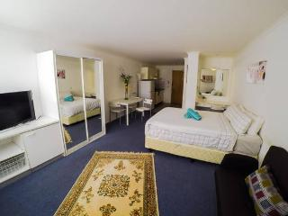 Cozy Studio with Gym & Pool, Manly