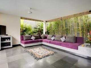 Elok 4 bedrooms with 2 pools Villa, Seminyak