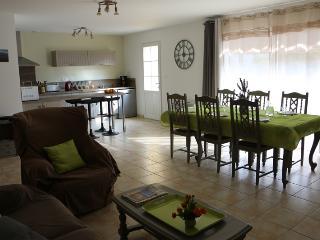Vous partagerez de bons moments en famille ou entre amis dans la grande et lumineuse pièce à vivre.