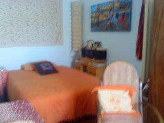 habitación con cama grande en piso compartido, Figueres