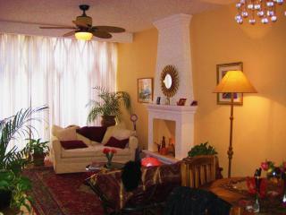 Bright Pretty 2 Bedroom Condo in Secure Community, San Miguel de Allende