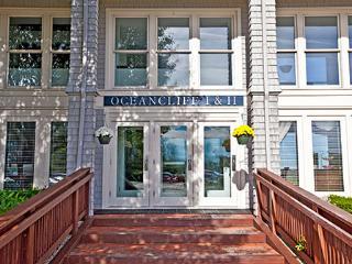 OceanCliff Waterfront Condo- July 15-22 2016, Newport