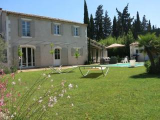4 kms de St. Rémy de Provence, mas au calme, St-Rémy-de-Provence