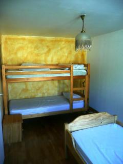 chambre 2 avec lit superposés de l'oustaou