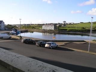 Apartment  3 min town centre overlooking harbour, Belmullet