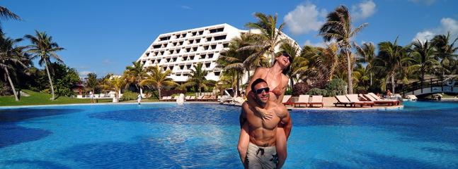 Grand Oasis cancun Pyramid by lifestyle VIP, Cancún