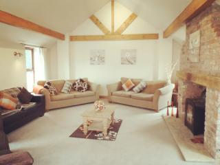 Barn Conversion - Large Holiday Home York, Wilberfoss