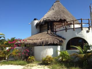 Enchanting Casa de los Angeles, steps from the sea, Isla Holbox