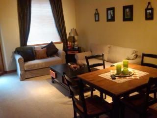 Solitude Village Condo - Beautiful 1 Bedroom + Den