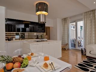Luxury apartment Ensidia with sea view, Split