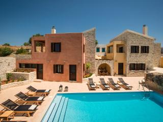 Phaistos Villas - Villa Dafne.Tranquil, with uninterrupted views and pool.