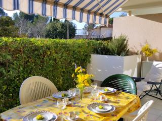 Cote d Azur, front de mer, appartement 4 personnes, residence piscine et parking
