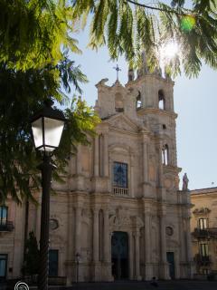 Basilica dei Santi Pietro e Paolo, Piazza del Duomo