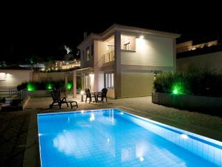 Villa Meliti - Luxury Comfort and Magnificent Views-private pool with Breakfast