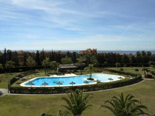 Stunning 1st floor apartment with lift.Shared pool, Estepona