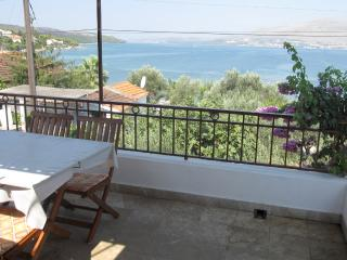 Apt with Sea View terrace by the Beach on Ciovo, Okrug Gornji