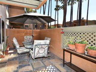 New Listing! Resort Style Sunscape Scottsdale 2b/2