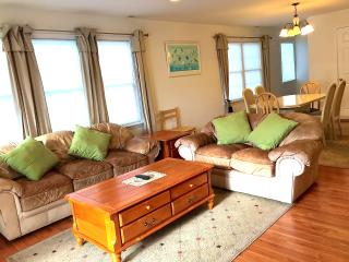 ☀3 bedroom TownHome,1.5 Block 2 Beach Private WIFI