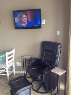 COMFORTABLE RECLINER,FLAT SCREEN TV