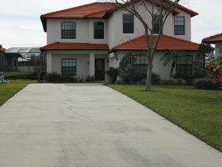 Spacious 5 BR 4 BA Pool Home w/game room, Clermont