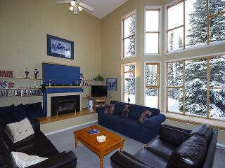 Best Ski in/out Location - 4 Bedrooms, Superb View, Silver Star