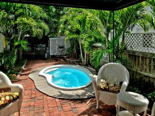 KEY WEST COTTAGE - 1 BLOCK FROM FAMOUS DUVAL ST!, Cayo Hueso (Key West)
