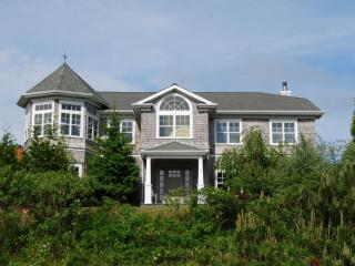 MONTAUK 5 BEDRM/5 BATHS 4,000 sq ft MAGNIFICANT, Montauk