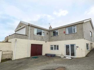 MANOA ground floor apartment, pet-friendly, country views, close to beach and amenities, Trearddur Bay Ref 931750