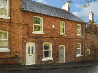 CONIFER COTTAGE mid-terrace, walking distance of town centre, close to Alton Towers and National Park, in Ashbourne Ref 931712