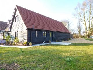 HILL HOUSE, first floor apartment, WiFi, dog-friendly, well-equipped holiday home, Watton, Ref 932574