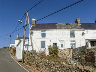 ARALLT end-terrace, stunning sea views, woodburning stove in Llithfaen near Nefyn Ref 935884