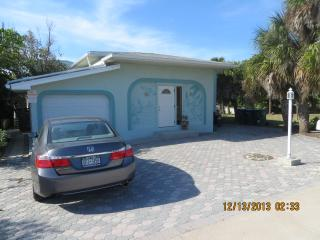 Pelican Villa - Across the street from the beach!, Cocoa Beach