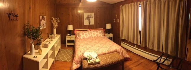 Mast bedroom has a queen bed