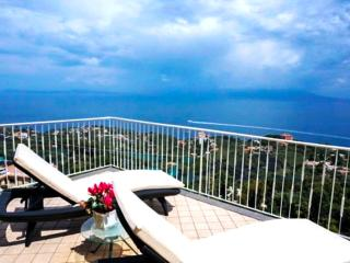 Amalfi Coast, sea view, private terrace, Villa Augusta B, free parking, sleeps 6