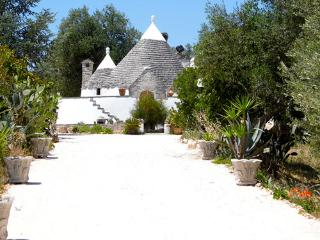 B & B  Trullo with idiosyncratic villa and pool