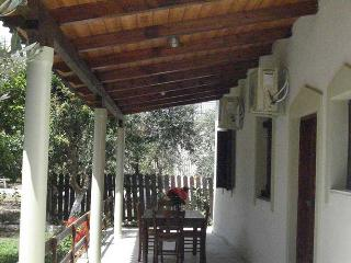 Charming bungalow cottage villa on beach, Gytheion, Gitión