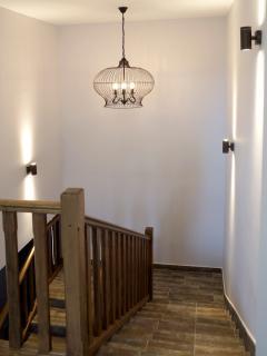 Apartamento MARRAKECH_Escalera de acceso desde la planta de la calle