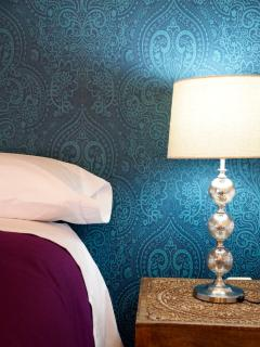Apartamento MARRAKECH_Habitación doble, detalle de papel pintado de la pared