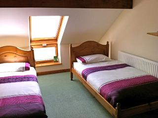 Quiet room - sea view & heated pool, Llansteffan